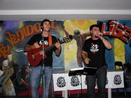 Actuación de Rojo Cancionero, al final de la presentación de la RSP Pte Vallekas