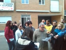 Nuestro portavoz Paco Vera leyendo el comunicado